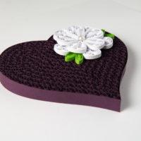 Obrazek – Fioletowe serce z kwiatem