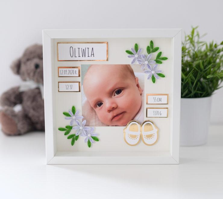 Read more about the article Metryczka ze zdjęciem w kolorze złotym – Prezent z okazji narodzin dziecka