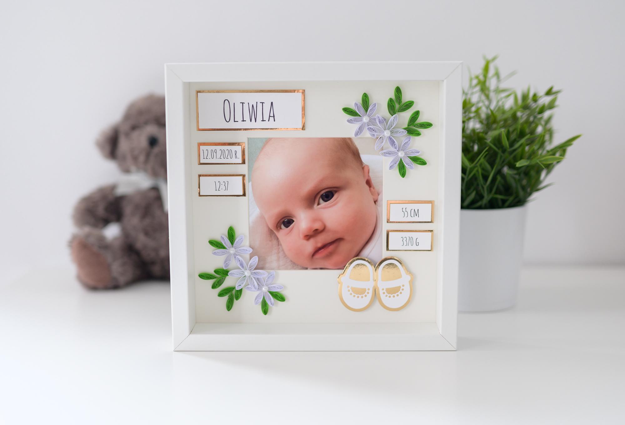Metryczka ze zdjęciem w kolorze złotym – Prezent z okazji narodzin dziecka
