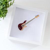 Obrazek z gitarą basową – kolor bordowy