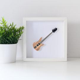 Obrazek z gitarą basową – kolor kremowy